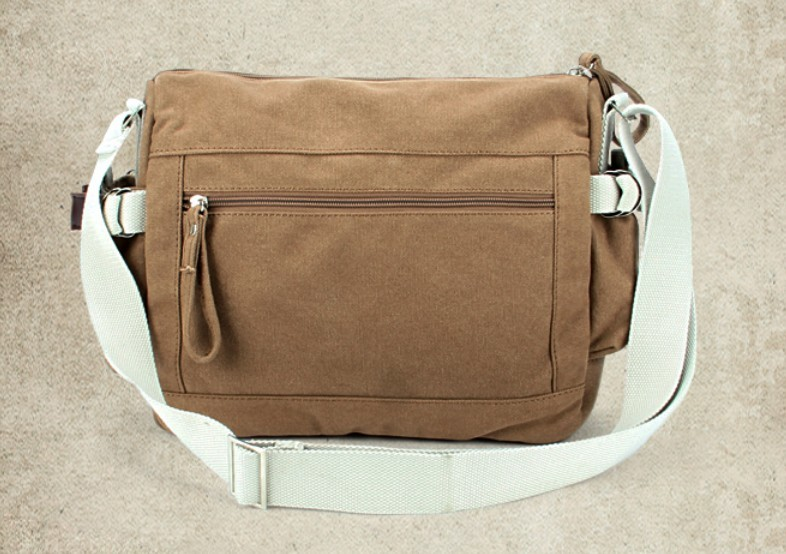 Excellent A Vintage Messenger Bag For Girls And Women This Is Made Of Leather And Is Roughly Cuboidal In Shape, Thanks To The Semi Rigid Material That Is Used To Make It It Has Two Buckles That Go All The Way Up And Then Round The Structure Of The